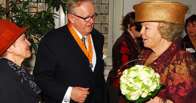 Koningin Beatrix met heer en mevrouw Ahtisaari